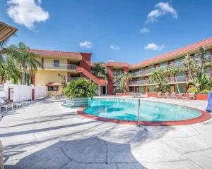 hotel-poolcourtyard1
